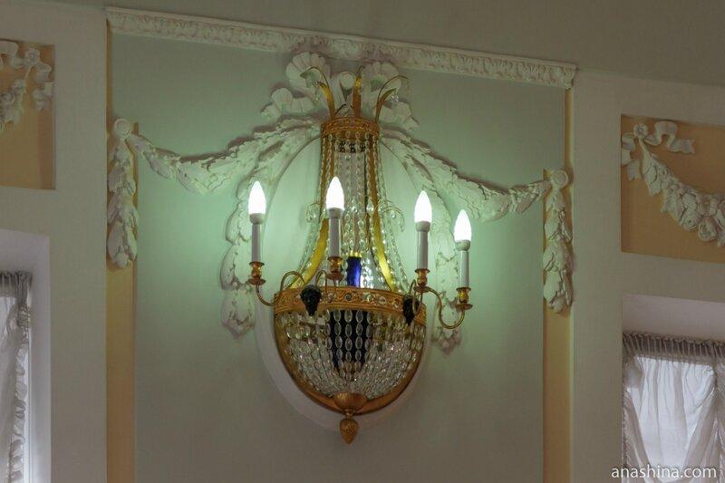 Настенный светильник в Большом зале, дом Пашкова