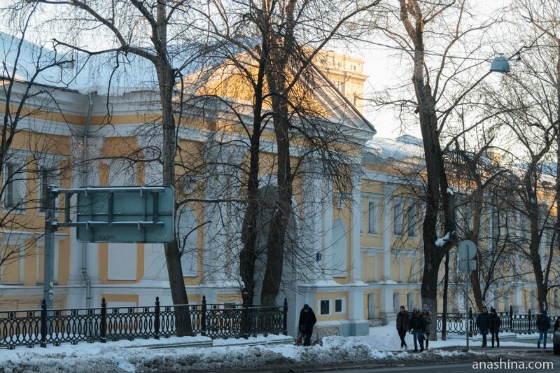 Лефортовский дворец со стороны 2-й Бауманской улицы
