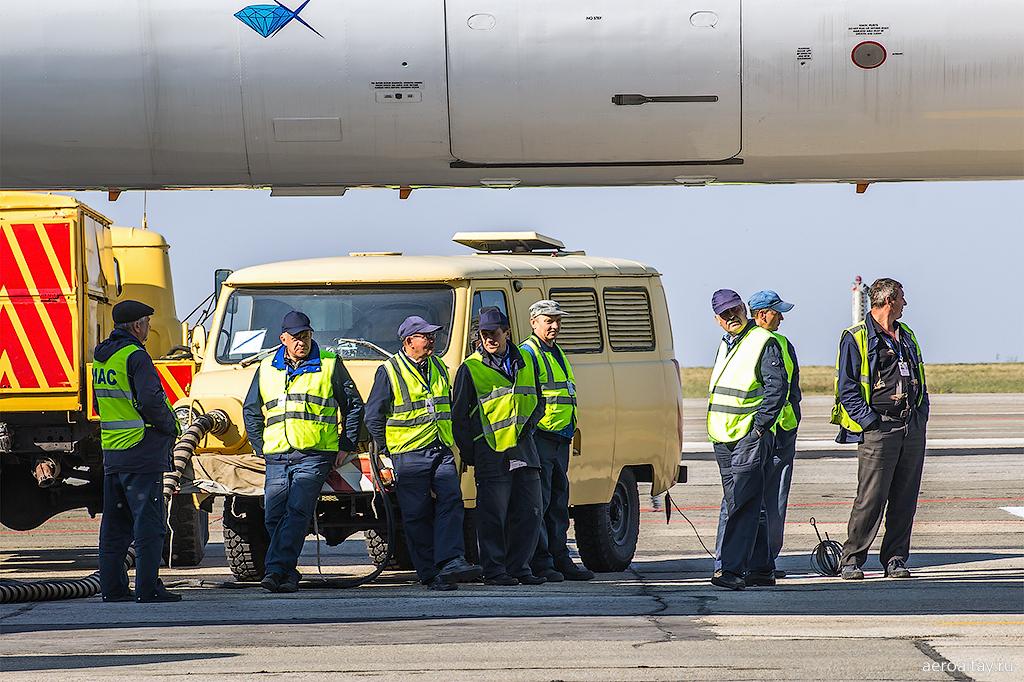 Аэродромная техника в аэропорту Барнаул
