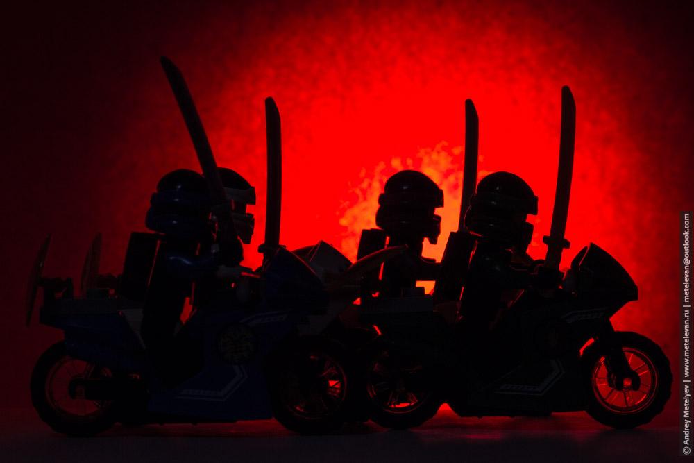 силуэт группы игрушечных мотоциклистов
