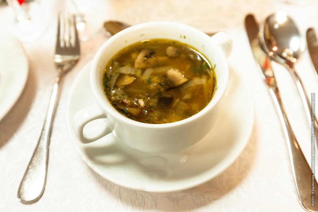 Суп из курицы и говядины с грибами
