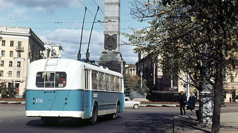 1966 Троллейбус на площади Победы в Минске. А. Моклецов.jpg