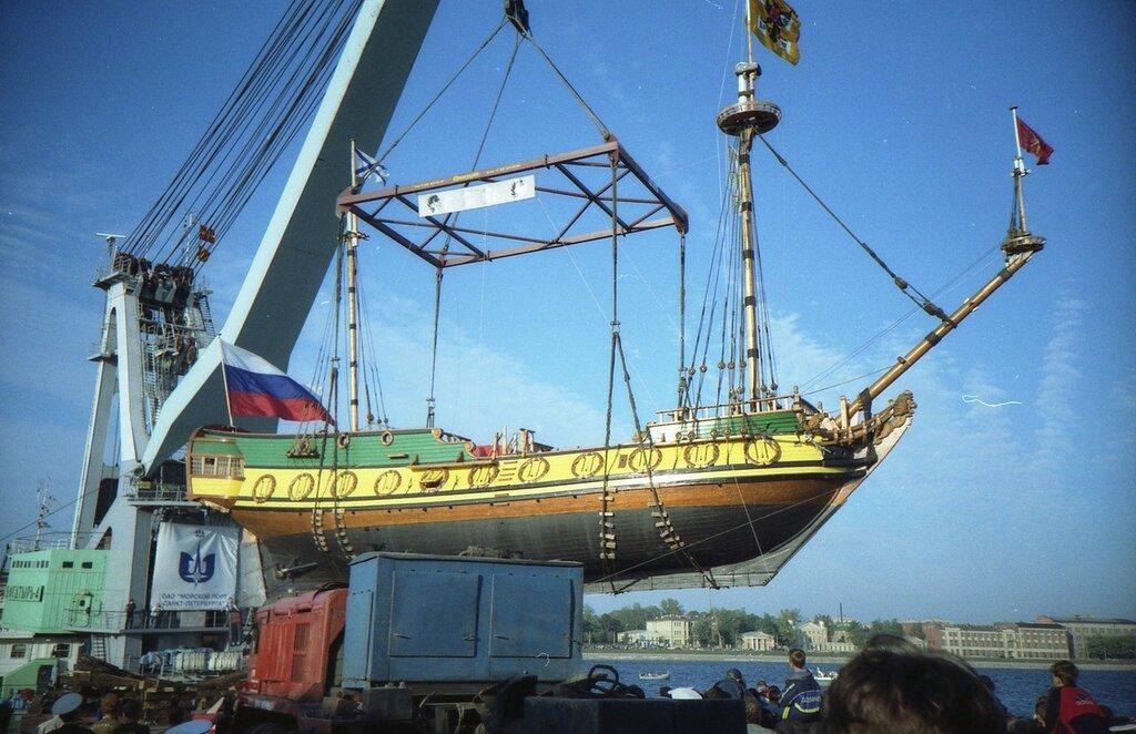 4 сентября 1999 года Спуск на воду воссозданного фрегата Штандарт.jpg