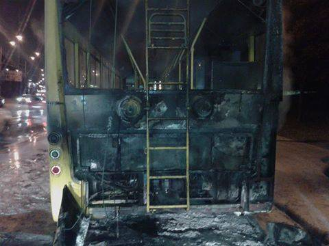 В Киеве загорелся троллейбус с пассажирами (фото)