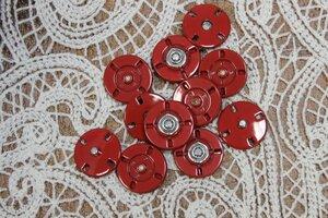 КМ001 75руб/шт Кнопки декоративные пришивные металлические с красным глянцевым покрытием. Размер 2,10см