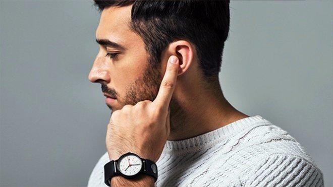 Необычный ремешок для часов превратит руку в телефон (2 фото)