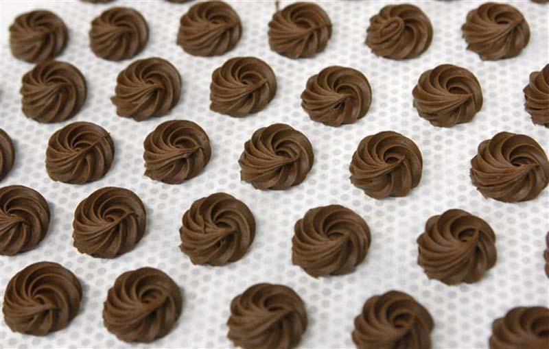 4. Итальянские ученые доказали, что люди, которые едят много шоколада, реже страдают слабоумием в ст