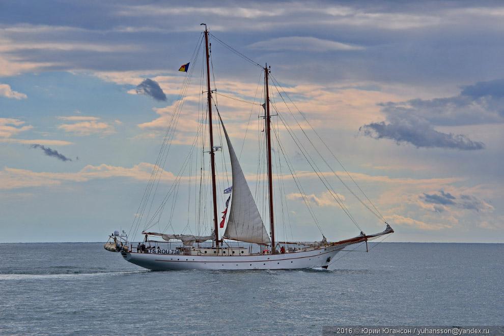 7. На «Атиллу» попытались напасть пираты, но были отогнаны при помощи брандспойта.