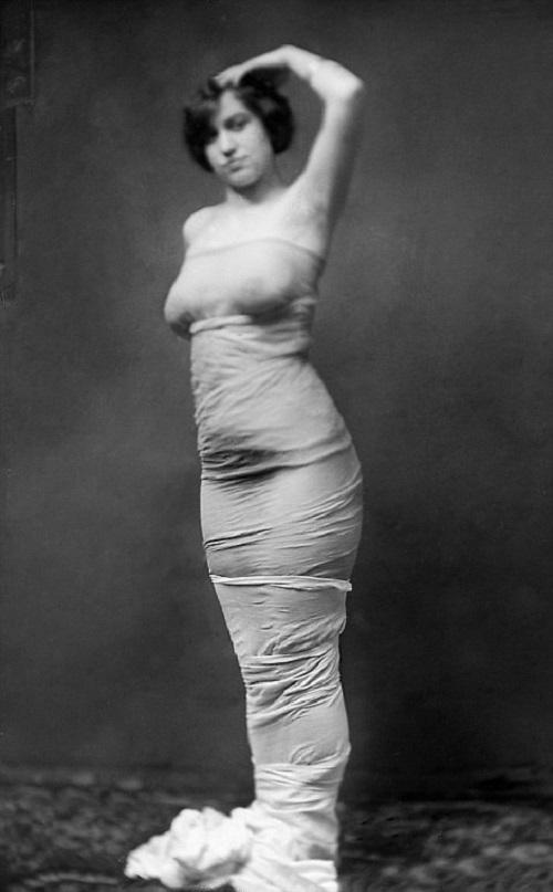 Женщинам Викторианской эпохи также не советовали в состоянии алкогольного опьянения, ведь: «Дети, за