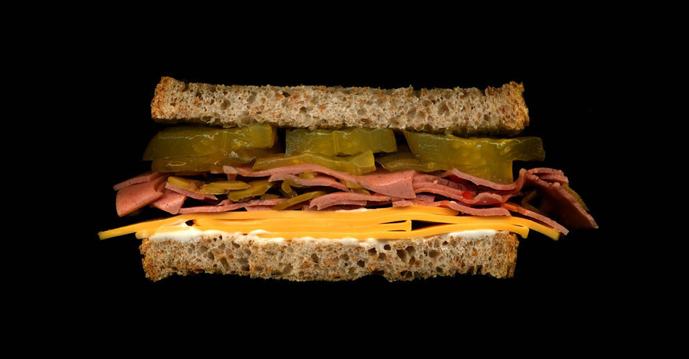 30. Оливки, американский сыр, пикули, майонез, белый хлеб.