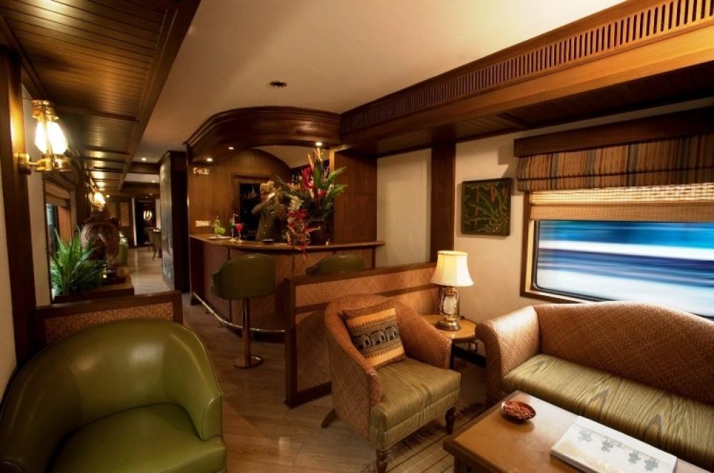 © aryanstoursandtravels.com  Golden Chariot— это роскошь синдийским акцентом. Один изредких