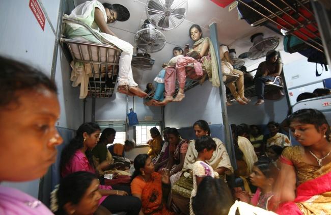 © Arun Sankar K  Ионо начинается еще допокупки билета: навокзале предприимчивые врунишки бу