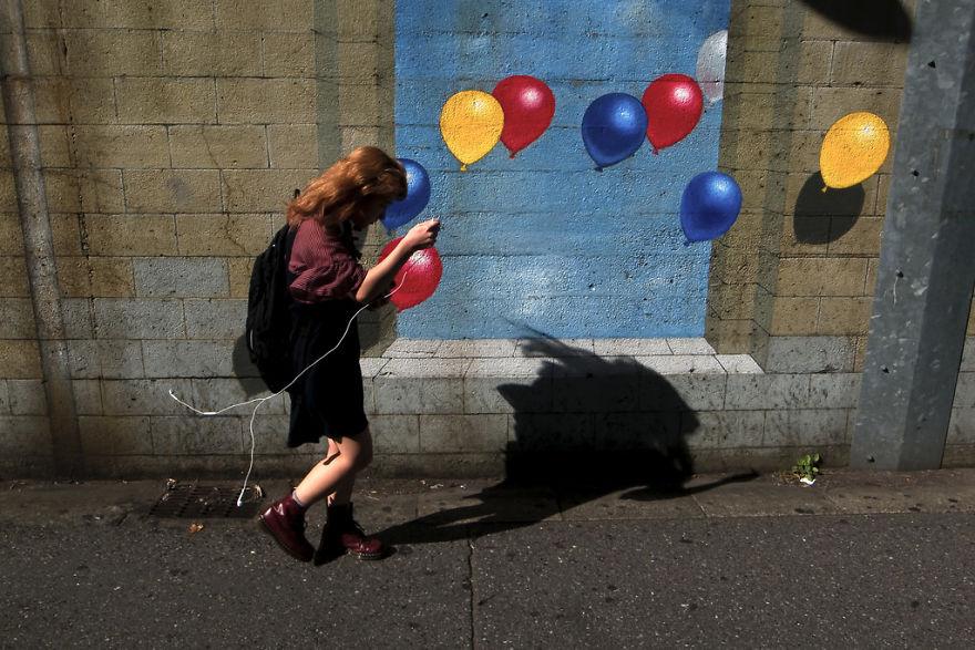 Эти кадры принадлежат разным уличным фотографам, в том числе известным, таким как Масаши Вакуи и Так