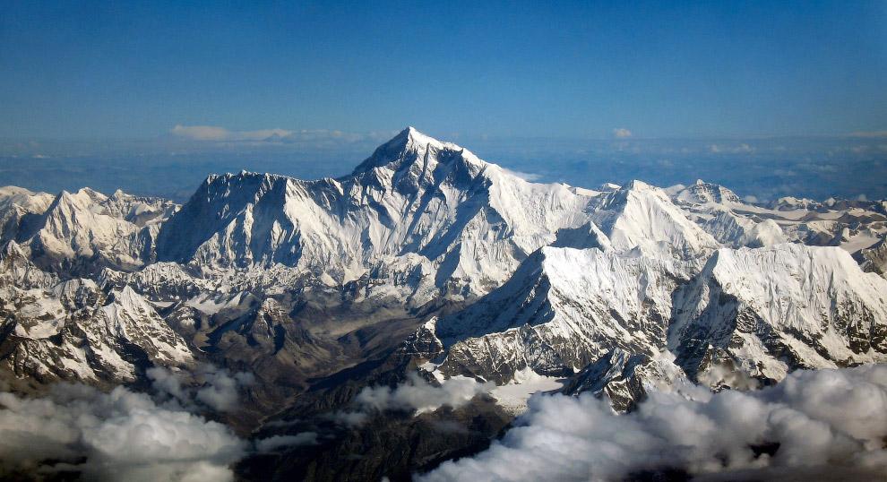 До момента первого успешного восхождения на вершину, которое состоялось в 1953 году, было прове
