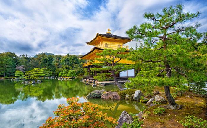 Позолоченный храм  Многие туристы мечтают посетить идеальной красоты храм, который находится