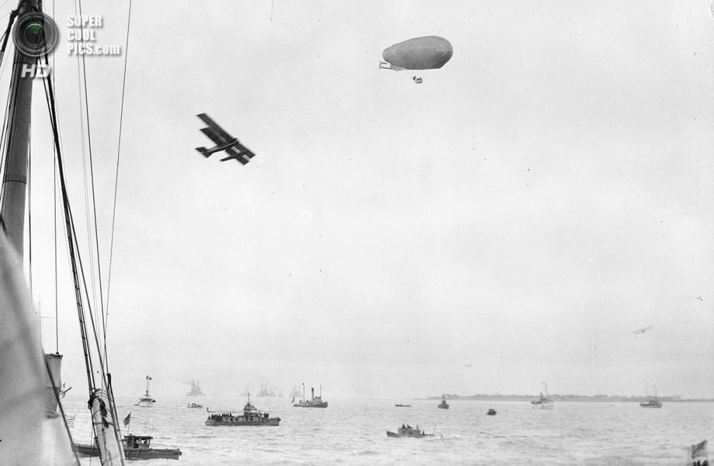 США. 1922 год. Лодки, самолёт и дирижабль. (Library of Congress)