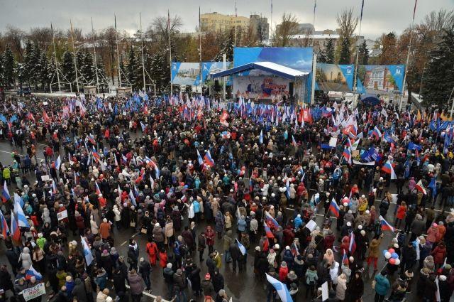 День народного единства подчеркнули неменее 10 тыс. саратовцев