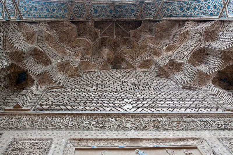 Мозаика и сталактиты айвана