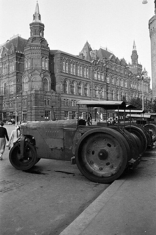 518440 Асфальтовые катки около Александровского сада 1958 Jack Garofalo.jpg