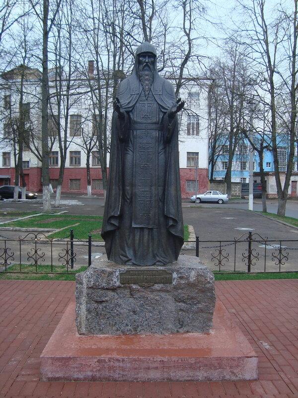 Смоленск. Памятник святому Авраамию Смоленскому