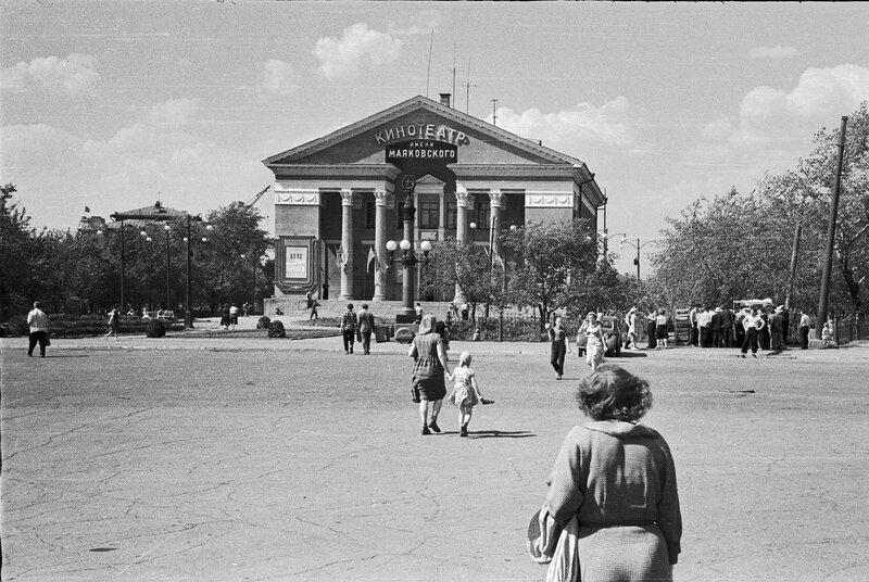На площади перед кинотеатром 2.jpg