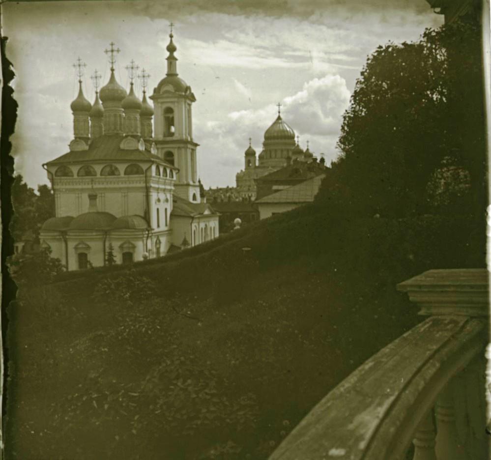 02. Церковь св. Николая. Вид с террасы Румянцевского музея