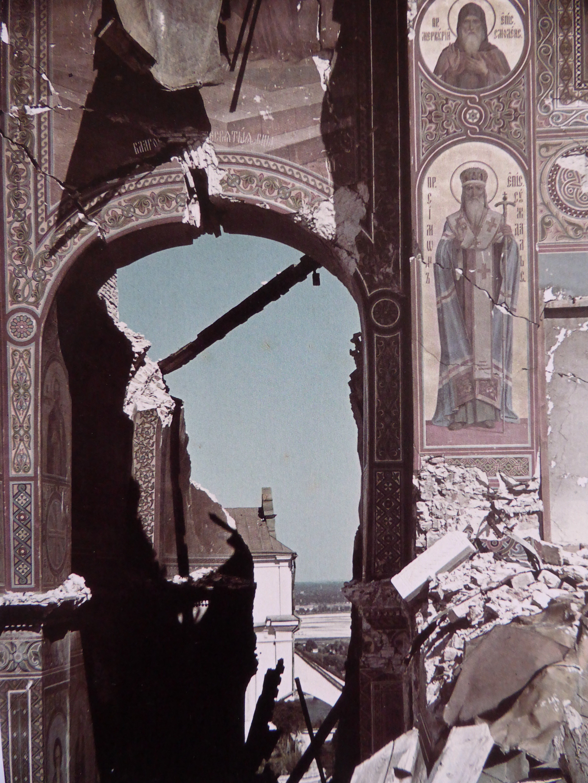 Руины взорванного Успенского собора в Киево-Печерской лавре. 1942 год.