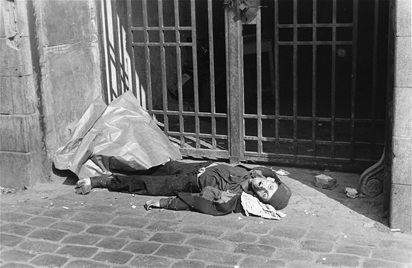 Forbidden-Photographs-of-the-Warsaw-Ghetto-20.jpg