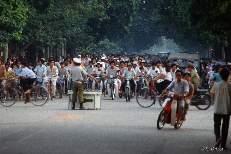 1991 Hanoi Rush-Hour.jpg