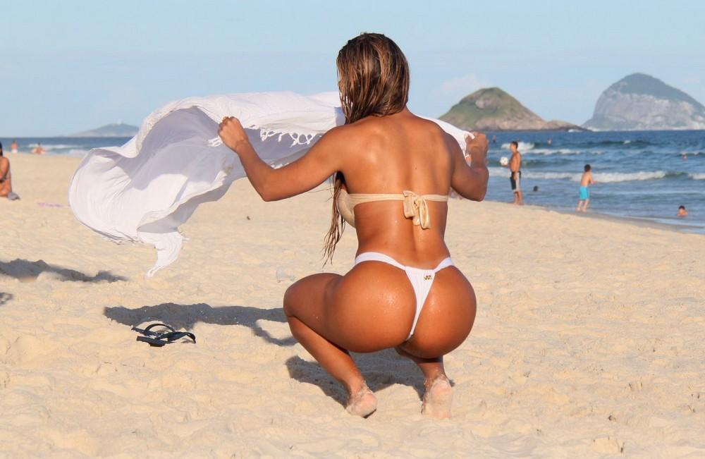 Фото тёлки фигуристые на пляже