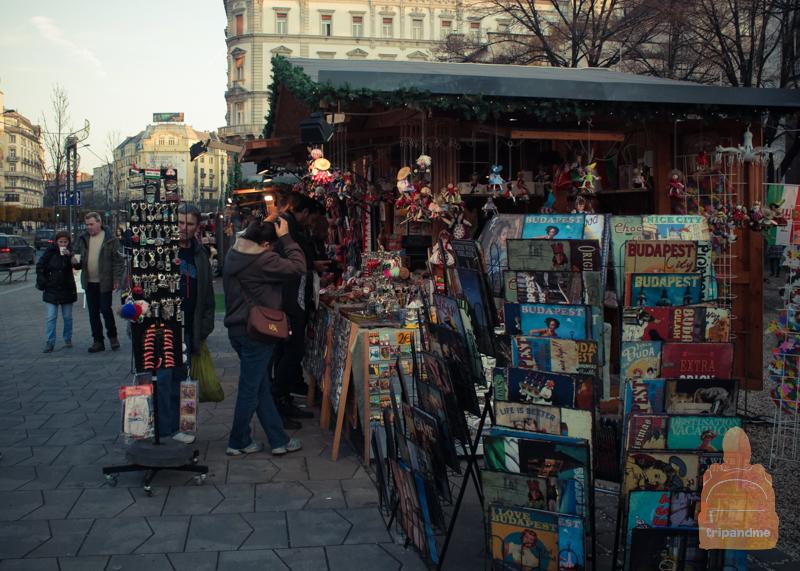 На праздничных базарах можно купить различные сувениры
