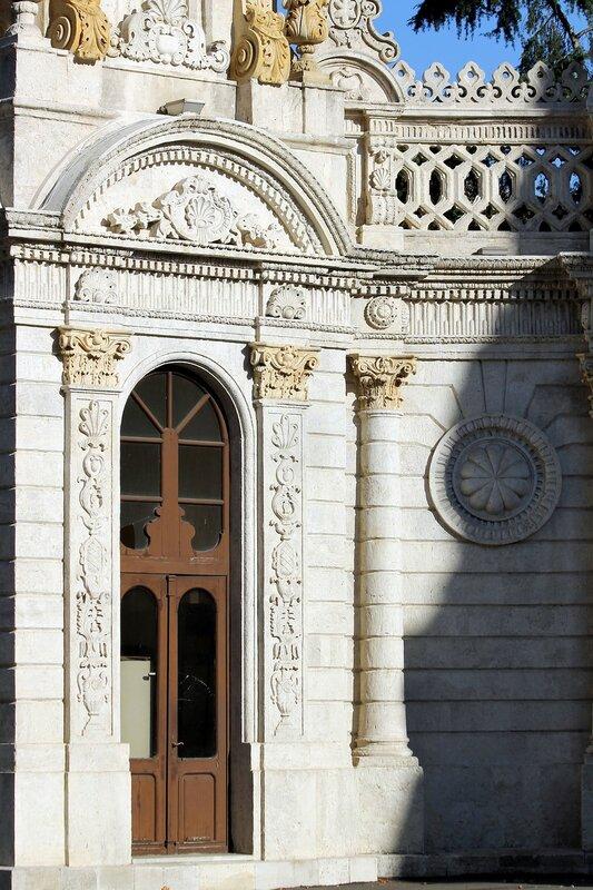 Стамбул, Дворец Долмабахче. Султанские ворота (Saltanat Kapısı)