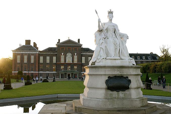3. Дворец Хэмптон Корт Великолепный дворец Хэмптон-Корт некогда служил домом для короля Генриха VIII