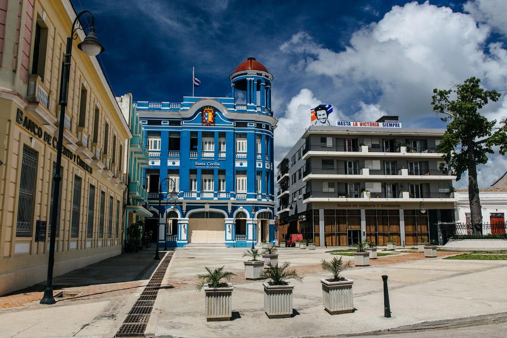 21. Кстати говоря, потрясающая чистота и удивительная аккуратность кубинских городов (везде нов