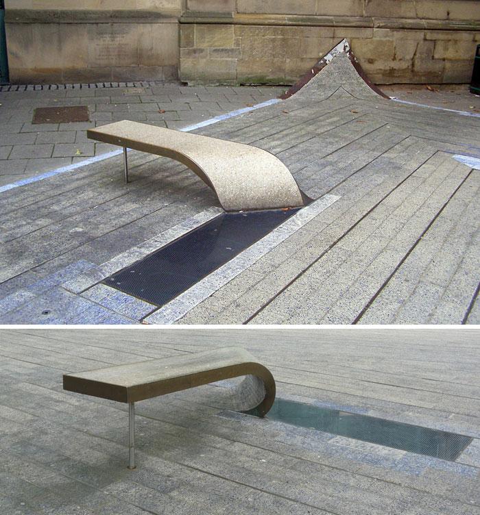 Скамейка арт-объекта «Голубой ковер», Ньюкасл, Великобритания.