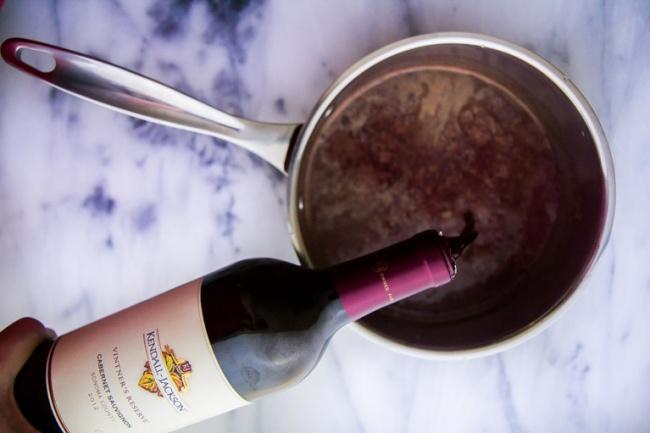 © immaeatthat.com  Приготовление: Вкастрюле сдлинной ручкой соедините молоко ишоколад, отпр