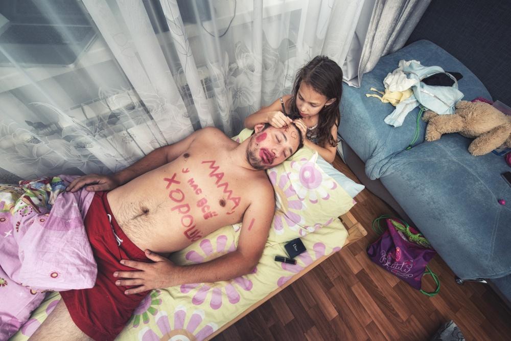 Аидеи снимков отца идочери помогает воплощать вжизнь фотохудожник Евгений Шульц.