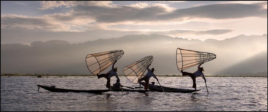 7. Рыбаки на озере Инле.