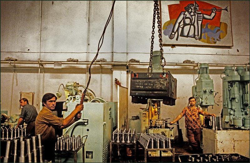 На заводе «Стройгидравлика», производящем двигатели для кранов, экскаваторов и т. д.