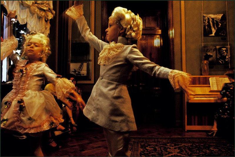 Дети репетируют спектакль.