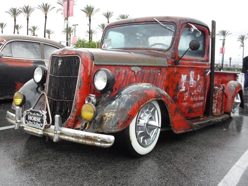 А вот еще один не относящийся к этому стилю вариант тюнинга: Вот так один водитель покрасил машину.