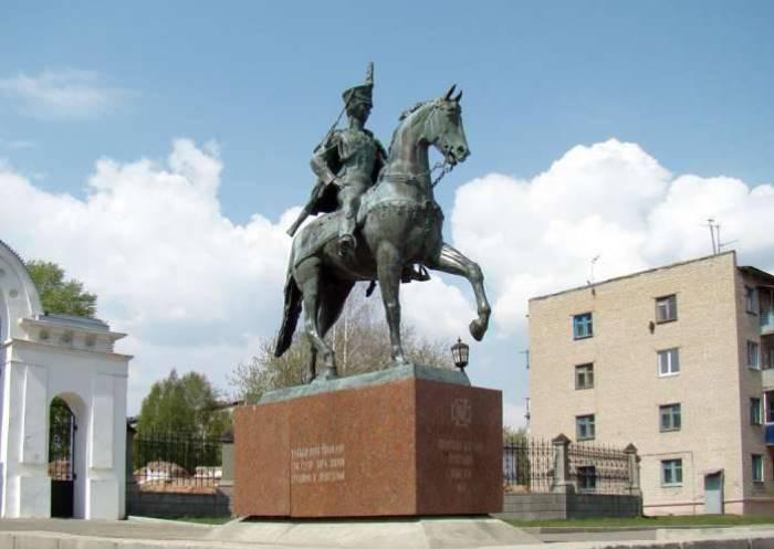 Памятник Н. Дуровой в Елабуге | Фото: topwar.ru Поделитесь этим постом с друзьями!