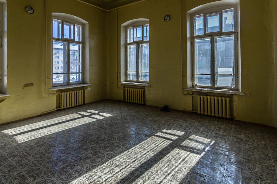 5. В палатах по большей части пусто, все кровати и тумбочки куда-то исчезли.