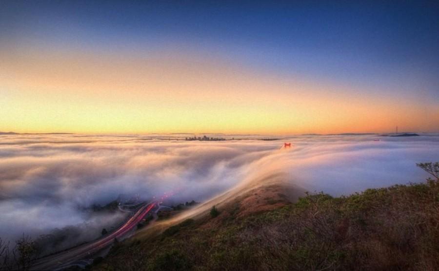 6. Создается впечатление, что мост плывет среди облаков.
