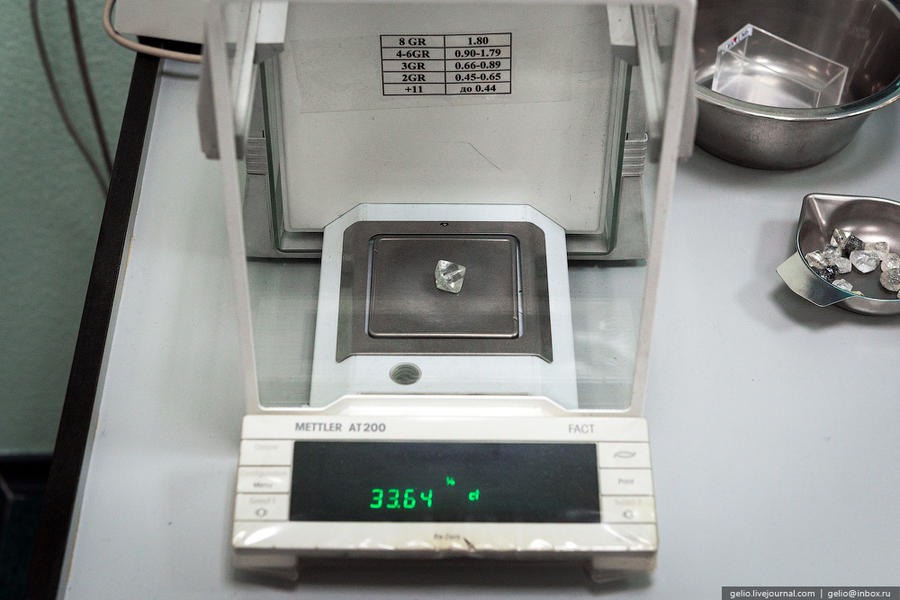 69. 1 карат — 0,2 г (200 мг) Камни весом больше 50 карат находят несколько раз в месяц. Крупнейший н