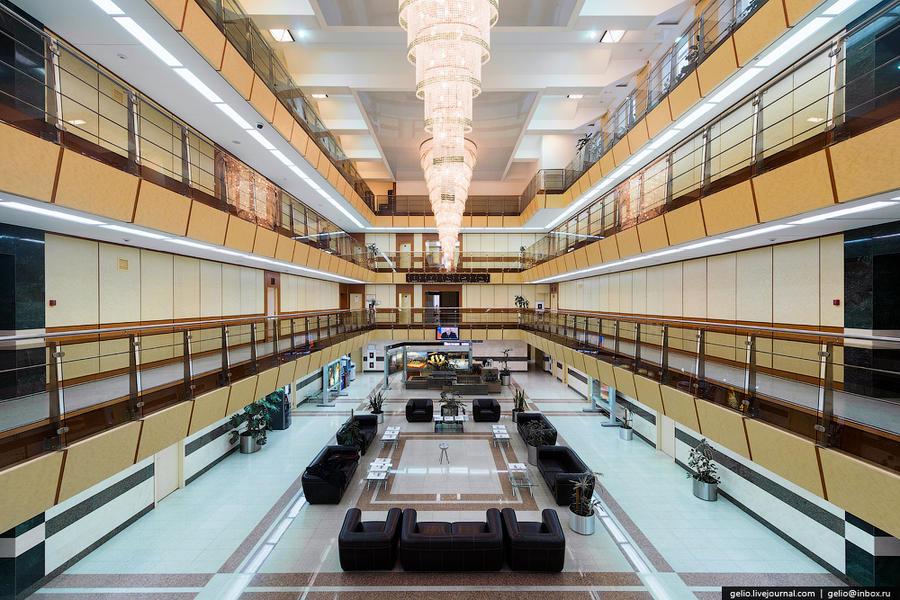 7. В Мирном расположена штаб-квартира крупнейшей в России алмазодобывающей компании «АЛРОСА». Истори