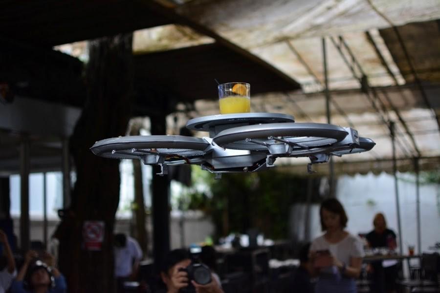 1. Владельцы сингапурского ресторана под названием Timbre презентовали первый роботизированный ресто