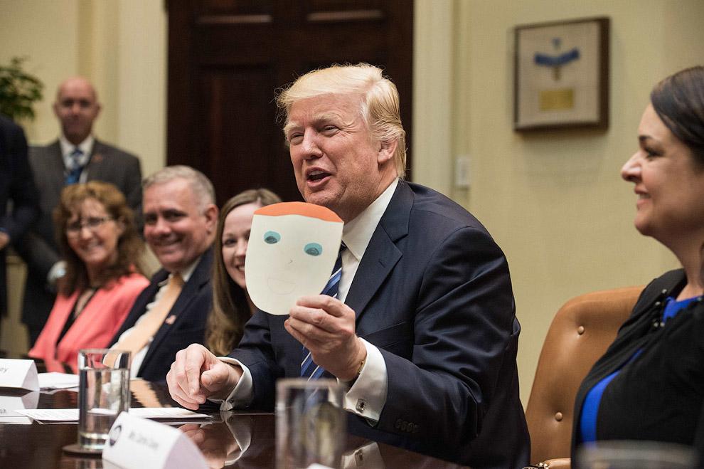 21. С тебя 300. Первая встреча Трампа и Меркель состоялась в Белом доме 17 марта, где Трамп вру