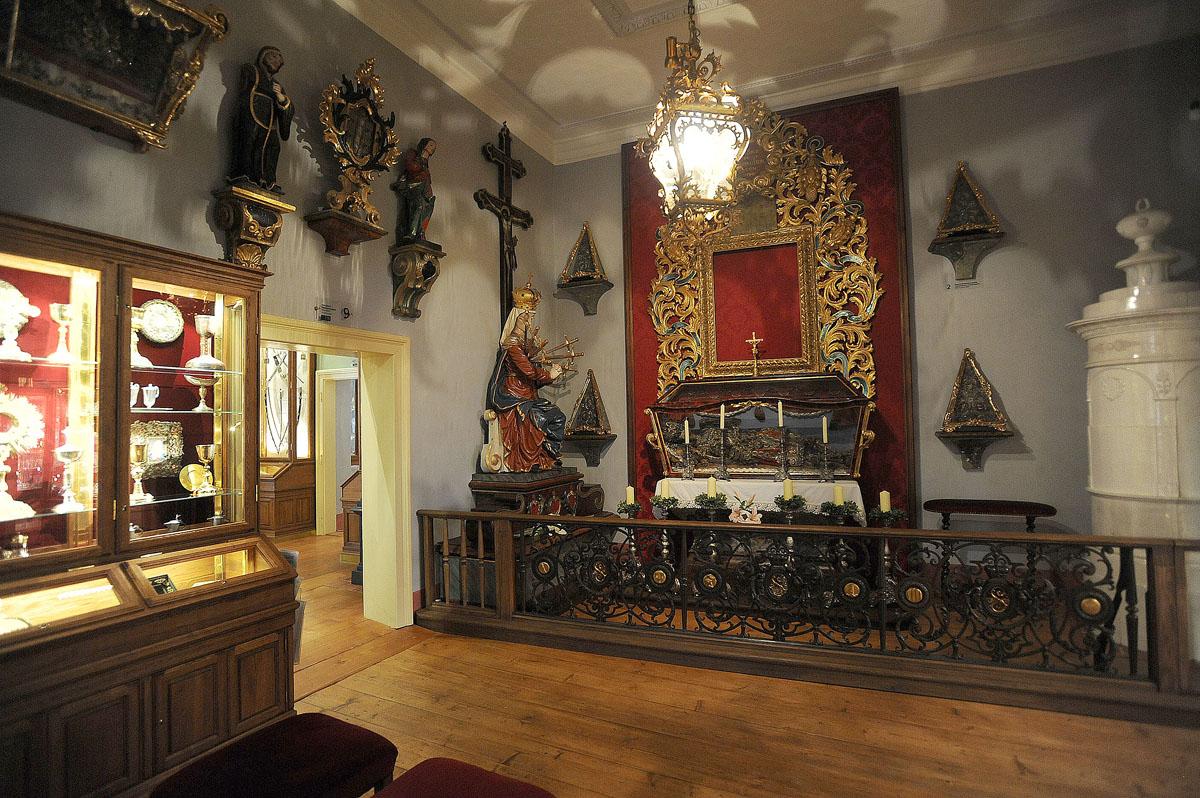 25. Комната с церковными святынями. Наверняка многие из вас встречались с подобными скелетами в драг