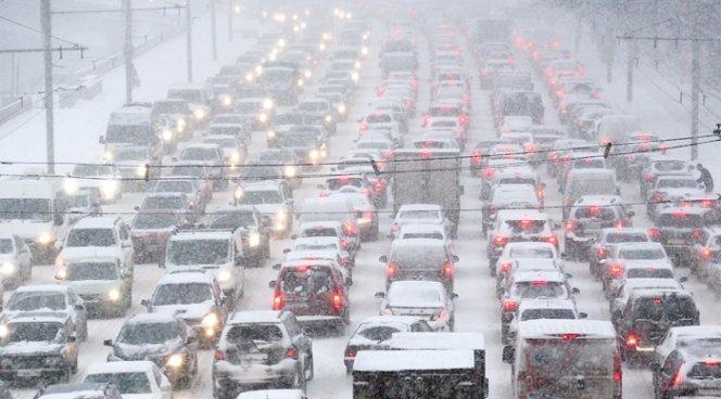 ВХакасии закрыли аэропорт из-за сильного снегопада